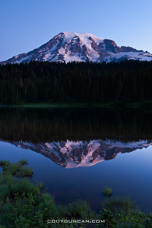 mount rainier sunrise reflection lakes