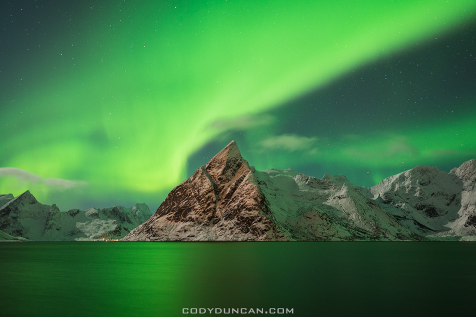 http://codyduncan.com/blogimages/2013/03/lofoten-islands-northern-lights2.jpg